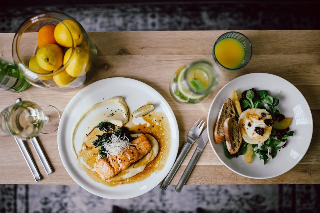egészséges ételek az asztalon